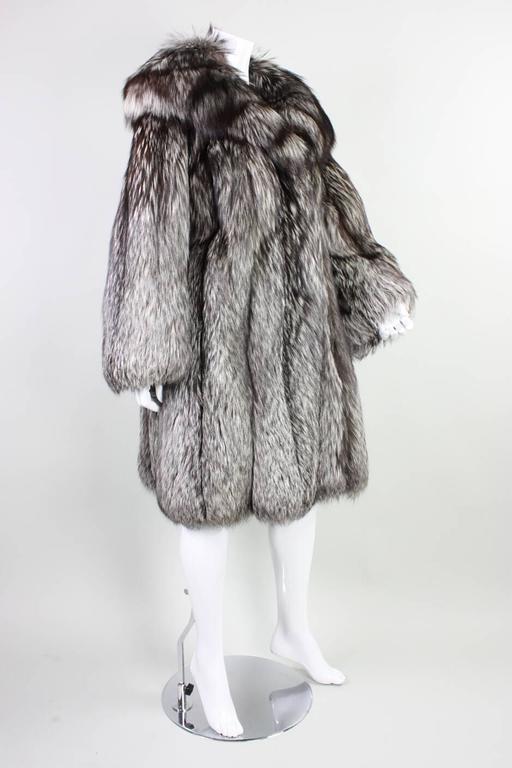 Vintage Silver Fox Fur Coat In Excellent Condition For Sale In Los Angeles, CA