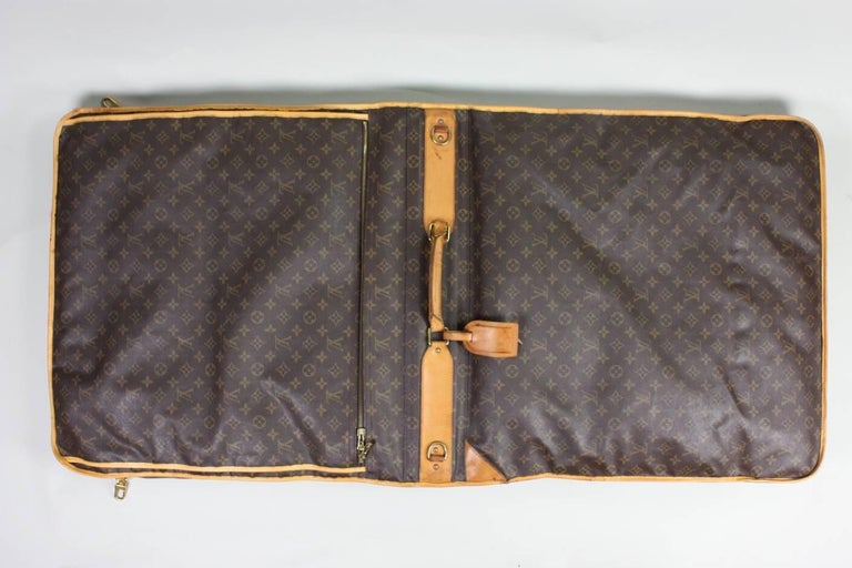 1990's Louis Vuitton Monogram Garment Bag Luggage In Good Condition For Sale In Los Angeles, CA