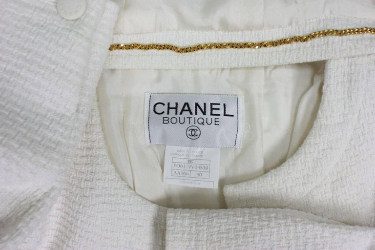 1990's Chanel Cropped White Textured Jacket For Sale 3