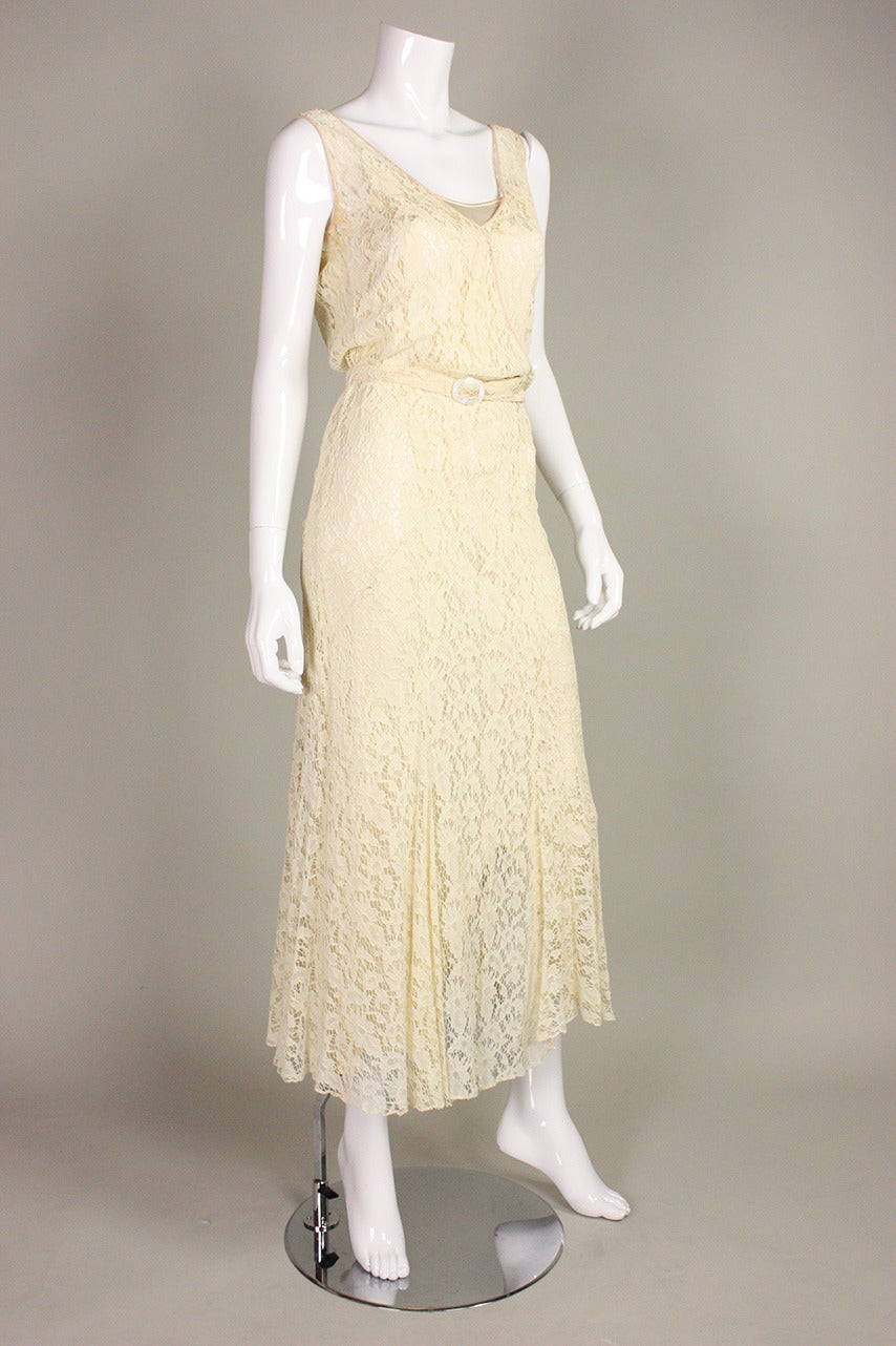 1930's Ivory Lace Dress In Excellent Condition For Sale In Los Angeles, CA