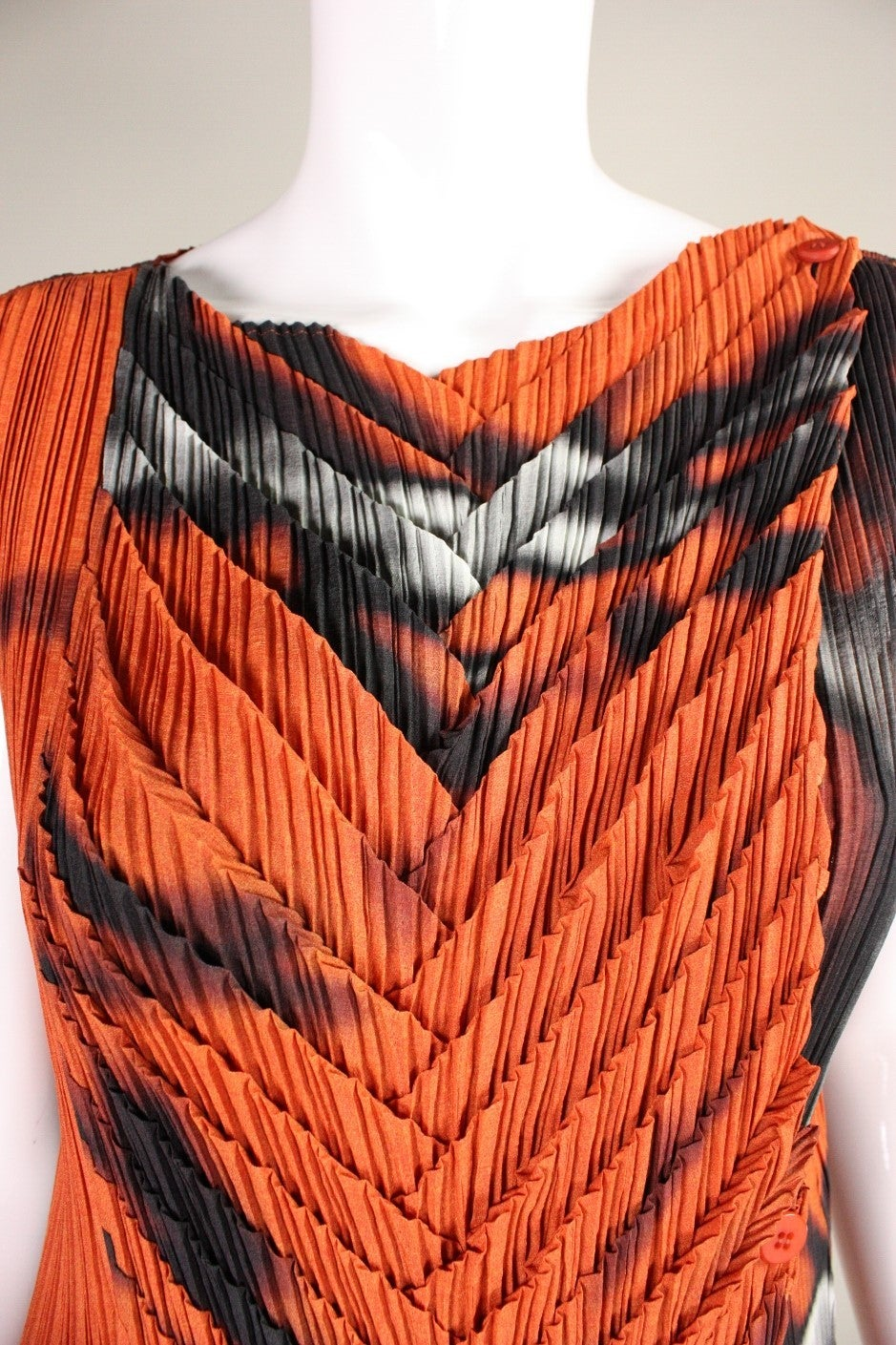 Issey Miyake Pleated Dress with Abstract Print For Sale 2