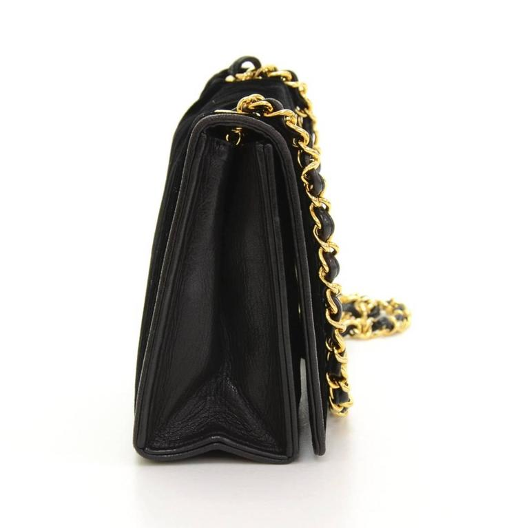 6626c13f905a 1980 Chanel Black Velvet Vintage Classic Single Flap Bag In Excellent  Condition For Sale In Bishop's