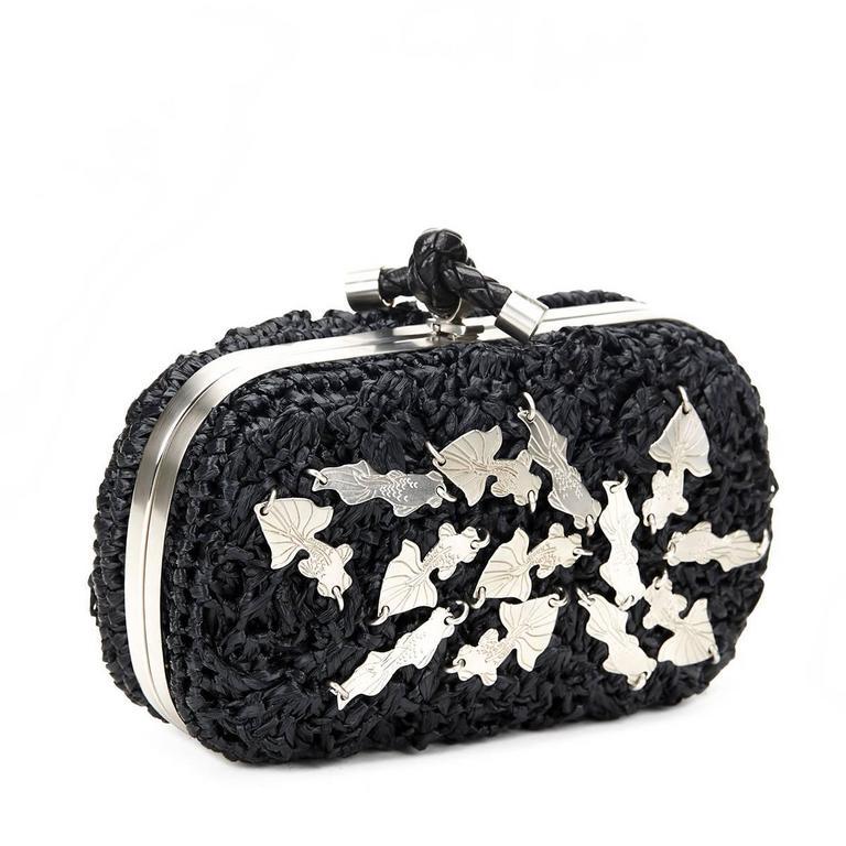 Women's Bottega Veneta Black Raffia Lavorazione Fatta A Mano Knot Clutch, 2000s  For Sale
