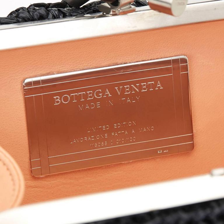 Bottega Veneta Black Raffia Lavorazione Fatta A Mano Knot Clutch, 2000s  For Sale 4