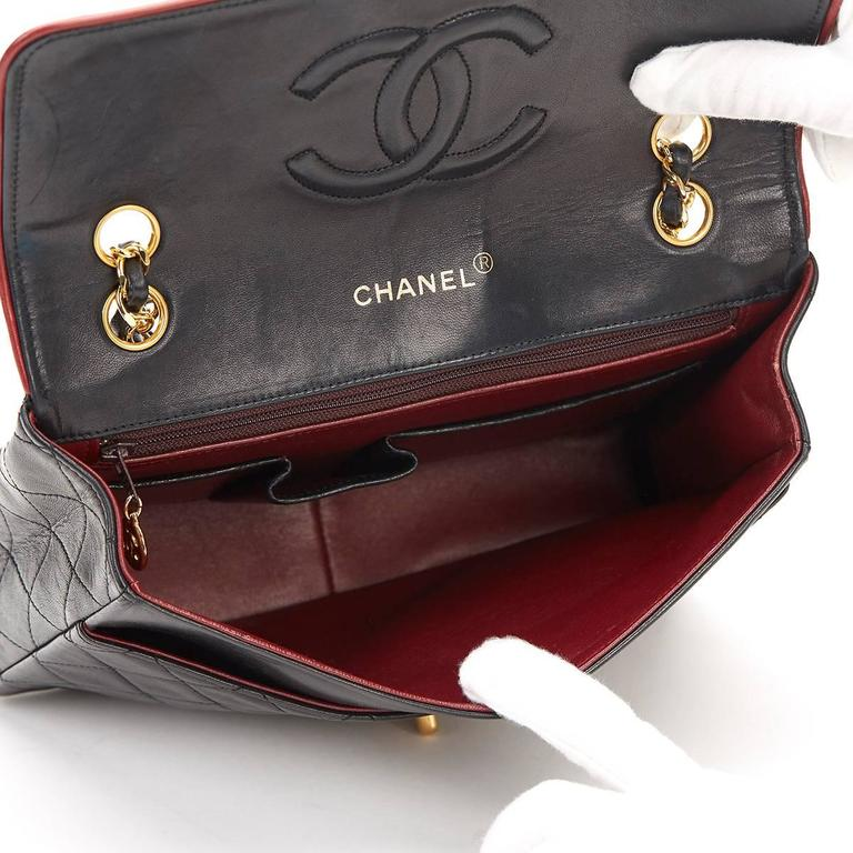 1980s Chanel Black Quilted Lambskin Vintage Classic Single Flap Bag For Sale 4