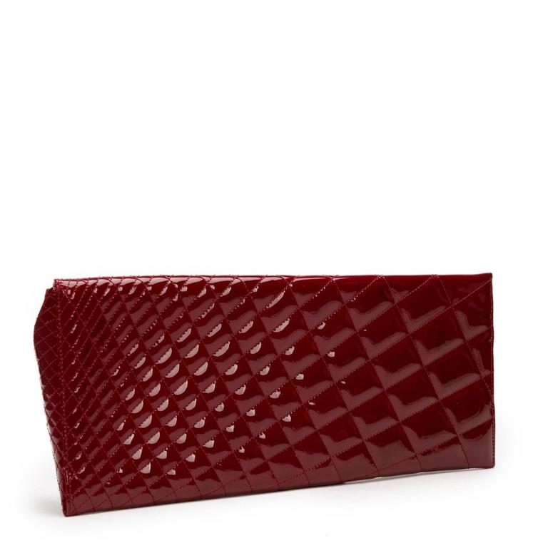 2000s Chanel Burgundy Quilted Patent Leather Geometric Clutch In Good Condition For Sale In Bishop's Stortford, GB