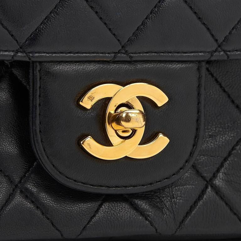 1980s Chanel Black Quilted Lambskin Vintage Medium Classic Double Flap Bag For Sale 5