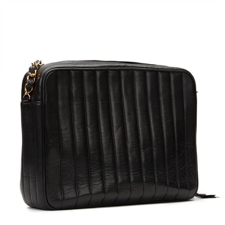 685d0fabddf0 1996 Chanel Black Vertical Quilted Lambskin Vintage Camera Bag For Sale 1