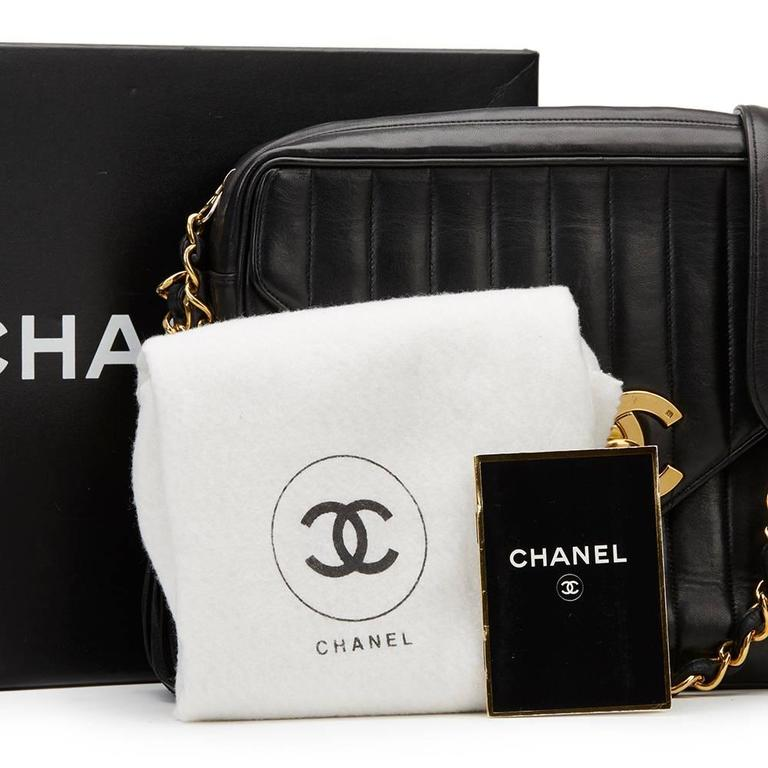 4f14a51b6b0183 1996 Chanel Black Vertical Quilted Lambskin Vintage Camera Bag For Sale 6