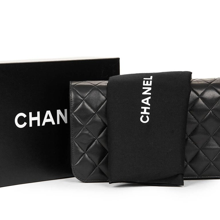 1990s Chanel Black Quilted Lambskin Vintage Classic Single Flap Bag For Sale 6