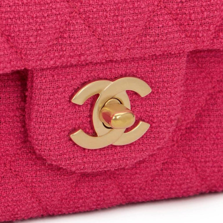 2000s Chanel Fuchsia Quilted Bouclé Fabric Medium Classic Double Flap Bag For Sale 4