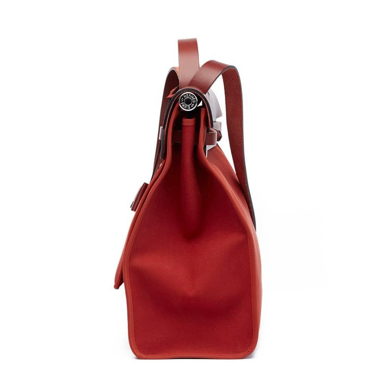 HERMES Rouge H Hunter Cowhide Leather & Rouge Venitienne Canvas Herbag Zip 39  This HERMES Herbag Zip 39 is in Very Good Pre-Owned Condition accompanied by Detachable Pouch, Lock, Keys, Clochette. Circa 2015. Primarily made from Canvas, Hunter