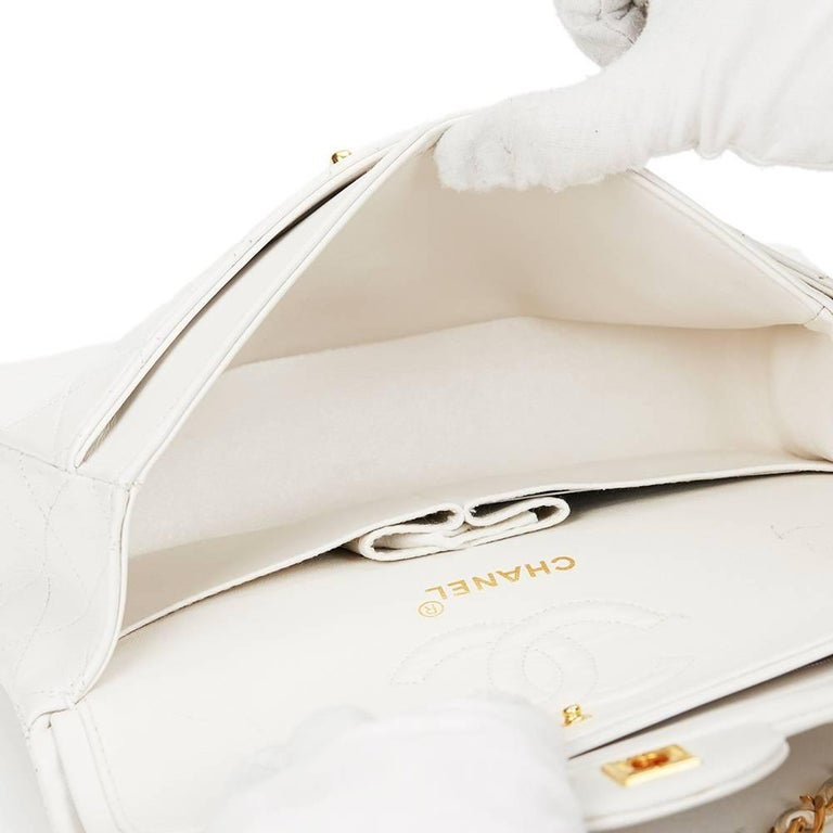 Chanel White Quilted Lambskin Vintage Small Classic Double Flap Bag  For Sale 3