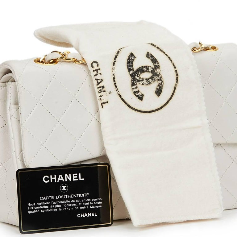 Chanel White Quilted Lambskin Vintage Small Classic Double Flap Bag  For Sale 4