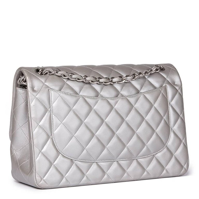Chanel Silver Metallic Quilted Lambskin Jumbo Classic Double Flap Bag In Good Condition For Sale In Bishop's Stortford, Hertfordshire