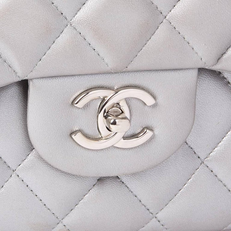 Chanel Silver Metallic Quilted Lambskin Jumbo Classic Double Flap Bag For Sale 1