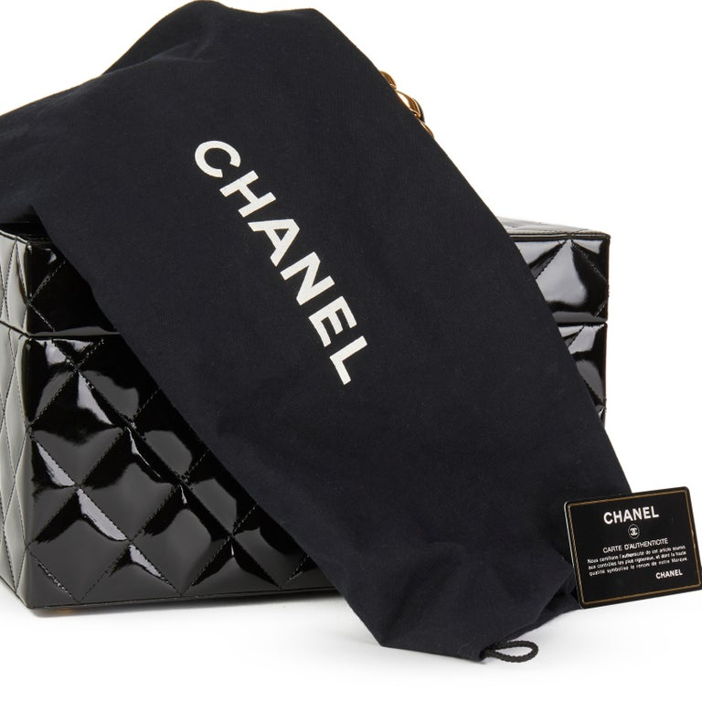 Chanel Black Patent Leather Vintage Classic Vanity Case, 1994  For Sale 5