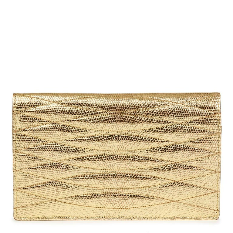 1991 Chanel Metallic Gold Wave Quilted Lizard Leather Vintage Timeless Clutch In Good Condition For Sale In Bishop's Stortford, Hertfordshire