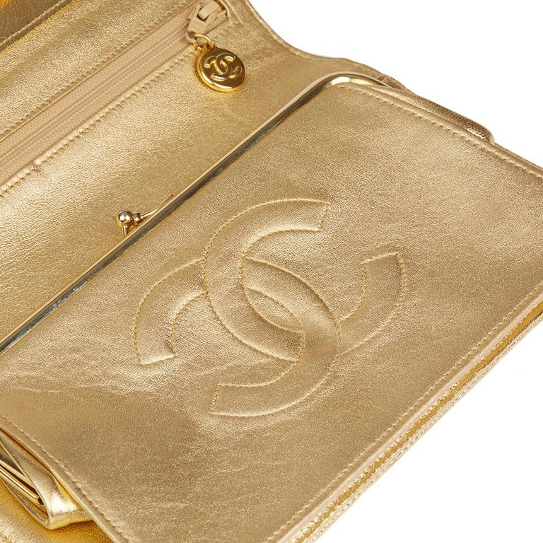 1991 Chanel Metallic Gold Wave Quilted Lizard Leather Vintage Timeless Clutch For Sale 1