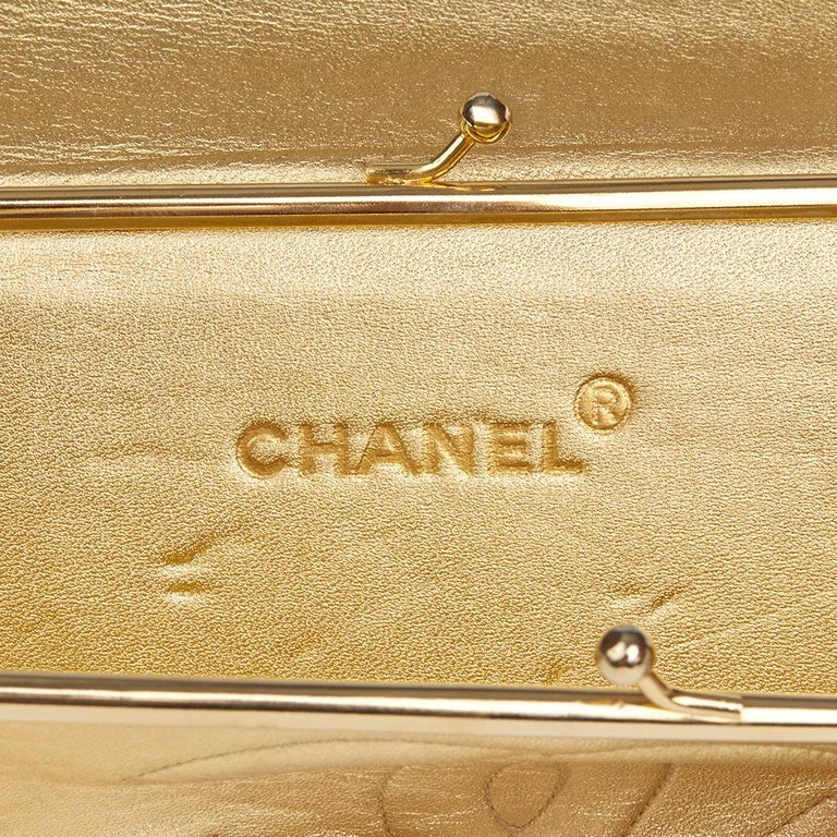 1991 Chanel Metallic Gold Wave Quilted Lizard Leather Vintage Timeless Clutch For Sale 2