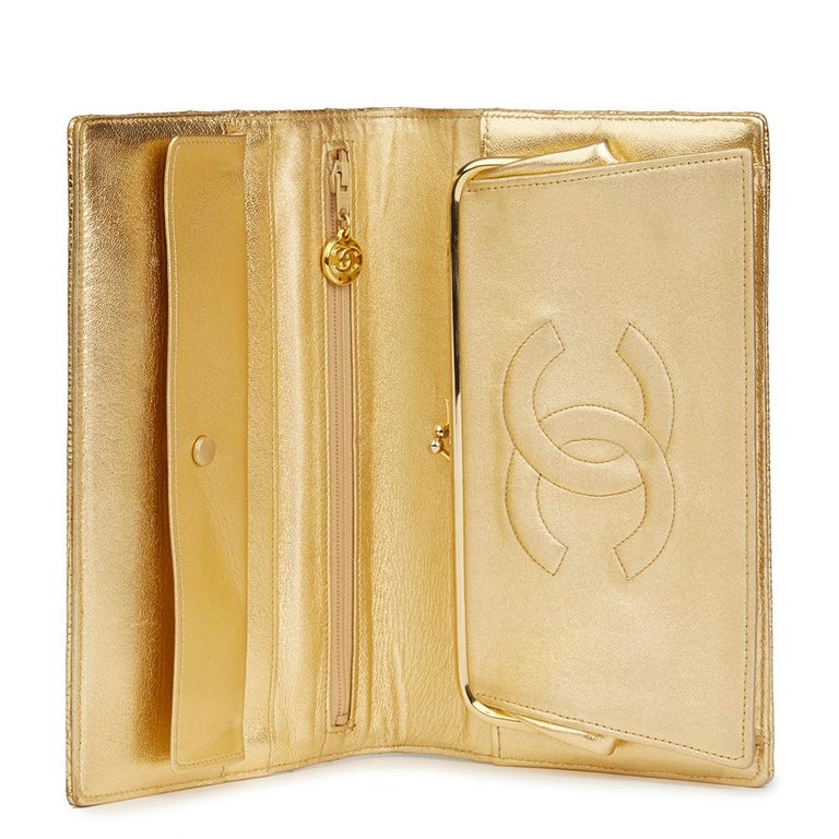 1991 Chanel Metallic Gold Wave Quilted Lizard Leather Vintage Timeless Clutch For Sale 4