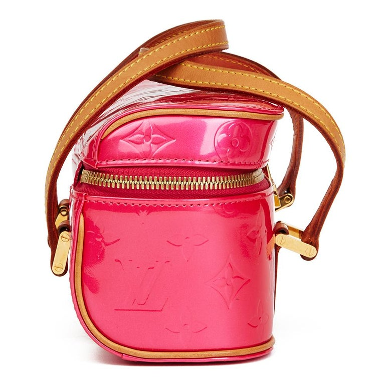 LOUIS VUITTON Fuchsia Monogram Vernis Leather Sullivan Horizontal PM  Xupes Reference: HB2185 Serial Number: VI0053 Age (Circa): 2003 Authenticity Details: Date Stamp (Made in France) Gender: Ladies Type: Tote  Colour: Fuchsia Hardware: Golden