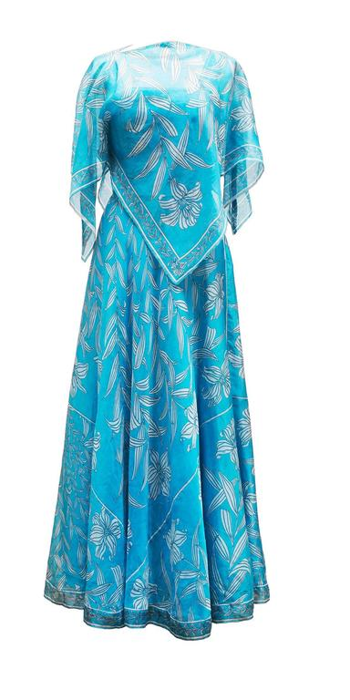 1960's Emilio Pucci Italy Divine Long Blue Organza  Dress With Mini Cap In Excellent Condition For Sale In Paris, FR