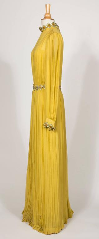 1970 Jean Patou fabulous Long Yellow Pleats Chiffon Dress In Good Condition For Sale In Paris, FR