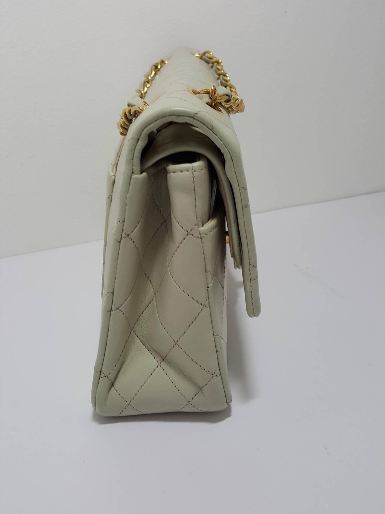 Lovely Vintage Cream Chanel Double Flap Classic with Gold Hardware. 3