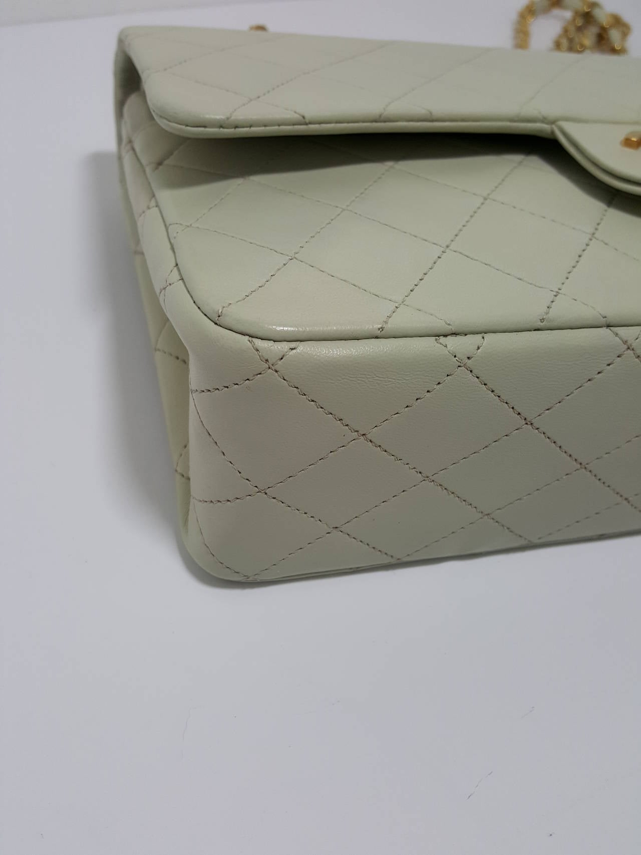 Lovely Vintage Cream Chanel Double Flap Classic with Gold Hardware. 8