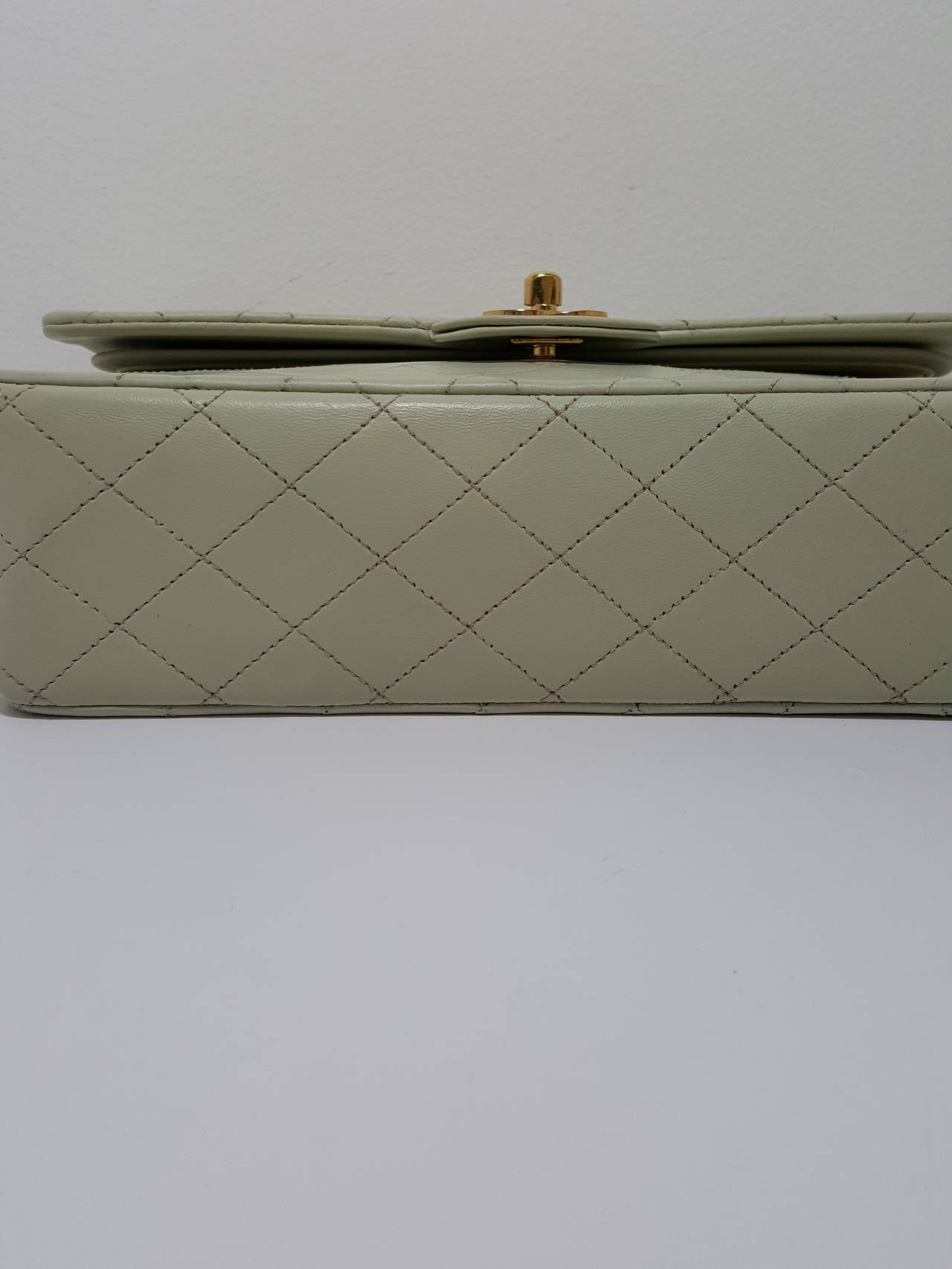 Lovely Vintage Cream Chanel Double Flap Classic with Gold Hardware. 7