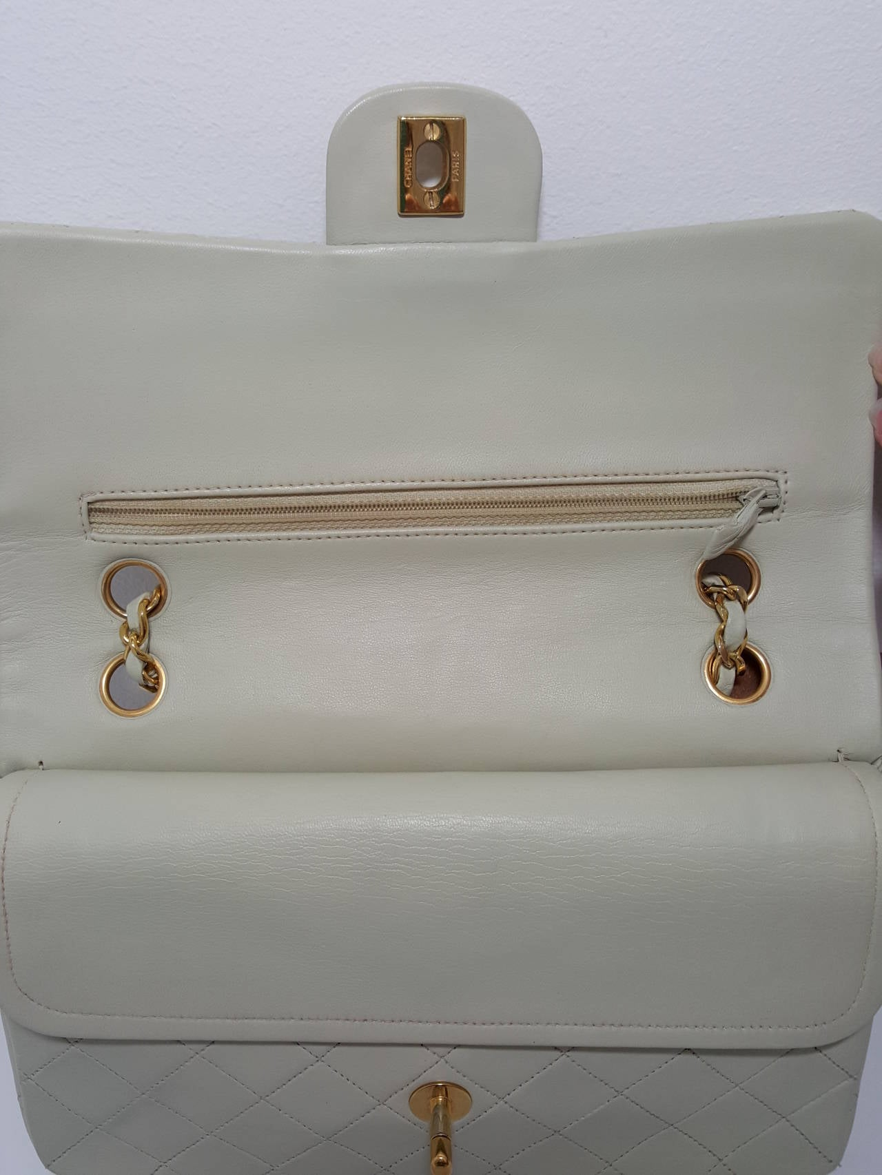 Lovely Vintage Cream Chanel Double Flap Classic with Gold Hardware. 5