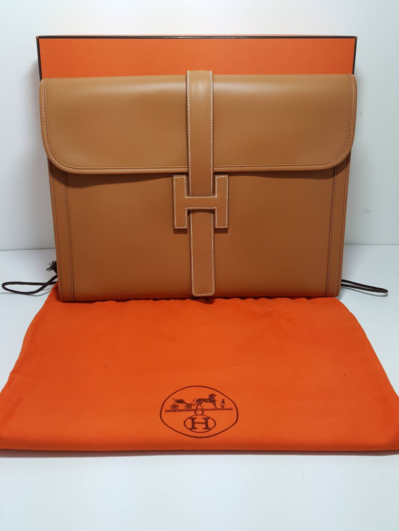 HERMES Large Golden Jige Clutch in perfect Condition. 5