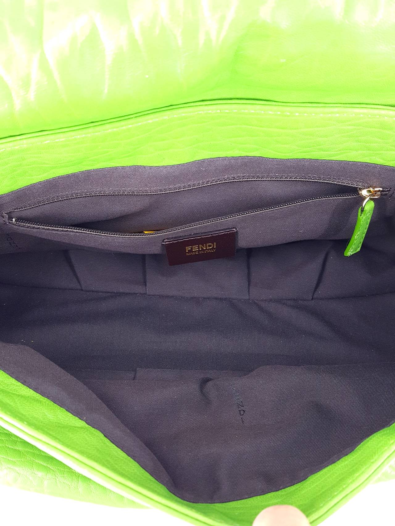 FENDI Kelly Green Leather Shoulder Bag With Silver Hardware. In Good Condition For Sale In Delray Beach, FL