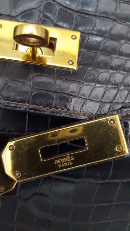 Hermes Dark Brown Shiny Crocodile Kelly 28 cm With Gold Hardware  For Sale 3
