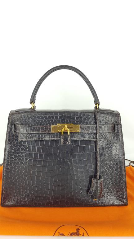 Hermes Dark Brown Shiny Crocodile Kelly 28 cm With Gold Hardware  For Sale 4