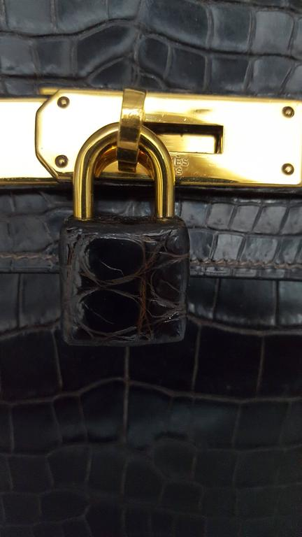 Hermes Dark Brown Shiny Crocodile Kelly 28 cm With Gold Hardware  For Sale 5