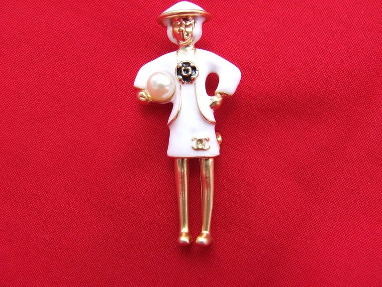 CHANEL Pin Brooch Madame Coco Chanel with pearl In Box In As New Condition For Sale In ., FR