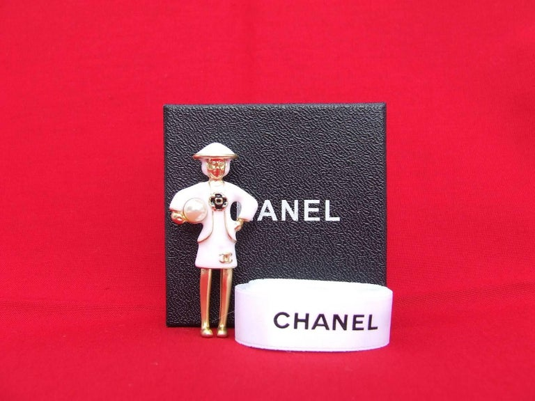 CHANEL Pin Brooch Madame Coco Chanel with pearl In Box For Sale 5