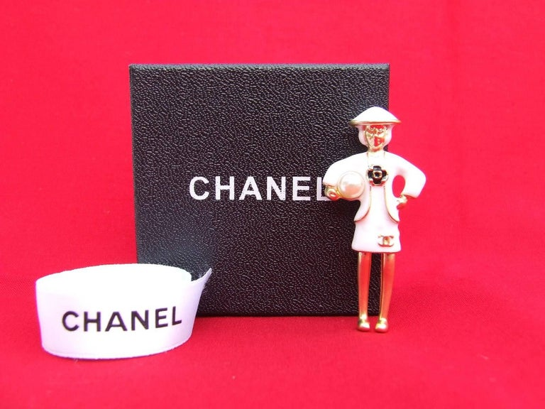 CHANEL Pin Brooch Madame Coco Chanel with pearl In Box For Sale 6
