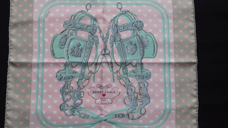 cbec046d600 Hermès Scarf Gavroche Pocket Square Brides de Gala Love Beige Rose Vert 45  cm For Sale at 1stdibs