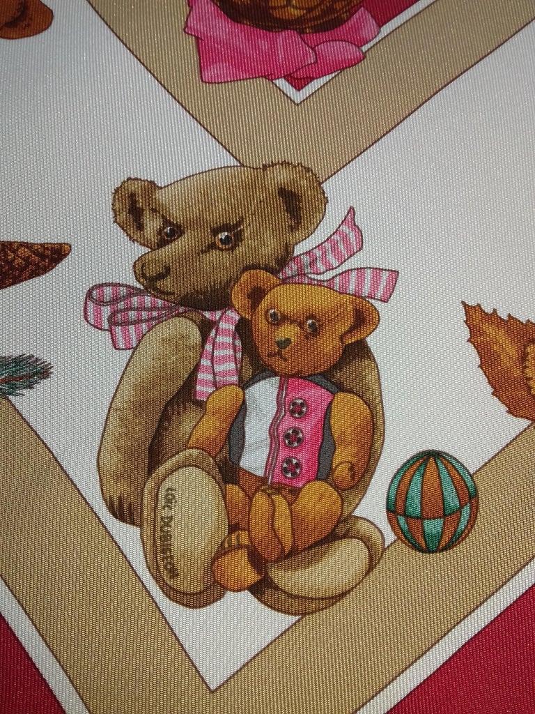 Women's Hermès Silk Scarf Gavroche Confidents des Coeurs Bear Loic Dubigeon 43 cm For Sale