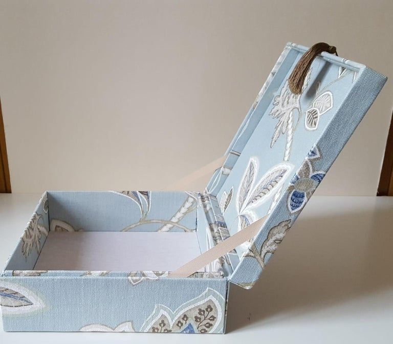 Women's or Men's Leaves Pattern Fabric Decorative Storage Box for Scarves  For Sale