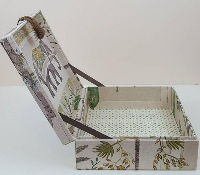Sultans Garden Sanderson Fabric Decorative Storage Box for Scarves  In New Condition For Sale In ., FR