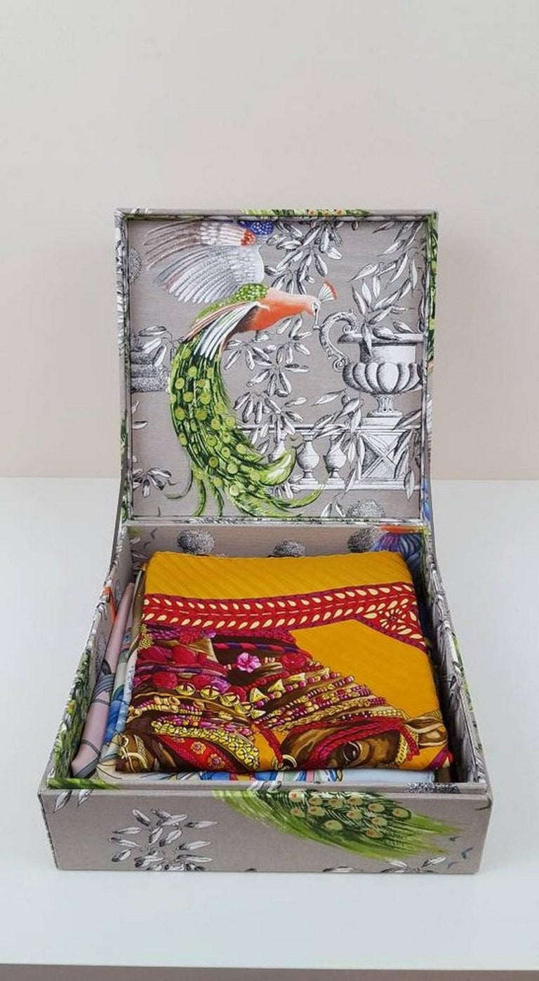 Birds Printed Fabric Decorative Storage Box for Scarves Handmade in France For Sale 2