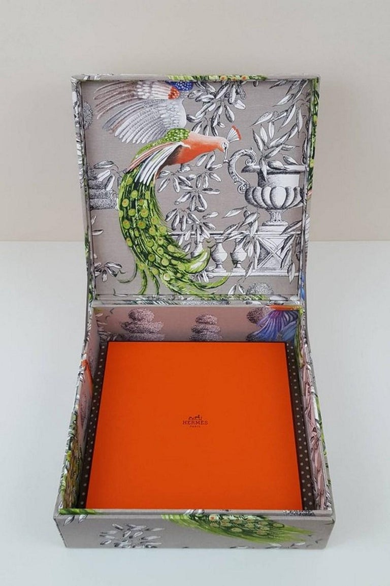 Birds Printed Fabric Decorative Storage Box for Scarves Handmade in France For Sale 3