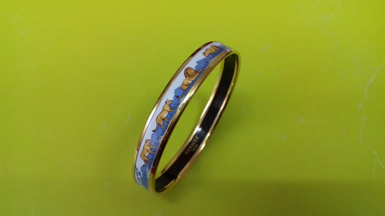 Hermès Printed Enamel Bracelet Lions and Lionesses Narrow Gold Hdw Size PM 65 In Good Condition For Sale In ., FR