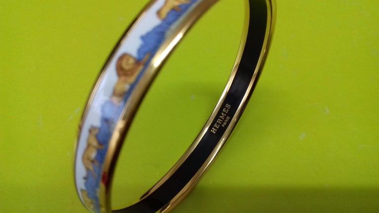 Hermès Printed Enamel Bracelet Lions and Lionesses Narrow Gold Hdw Size PM 65 For Sale 1