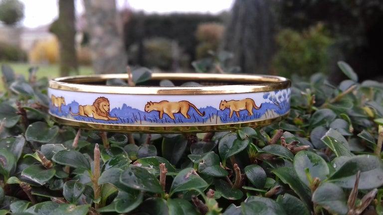Hermès Printed Enamel Bracelet Lions and Lionesses Narrow Gold Hdw Size PM 65 For Sale 3