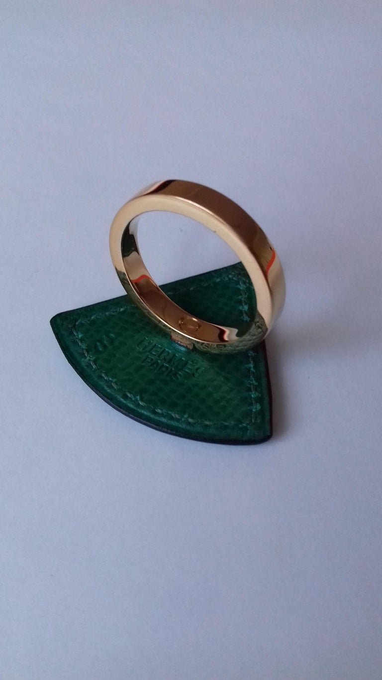 Hermès Ring Scarf of Jewel Ring in Green Courchevel Leather Golden Hdw RARE In Good Condition For Sale In ., FR